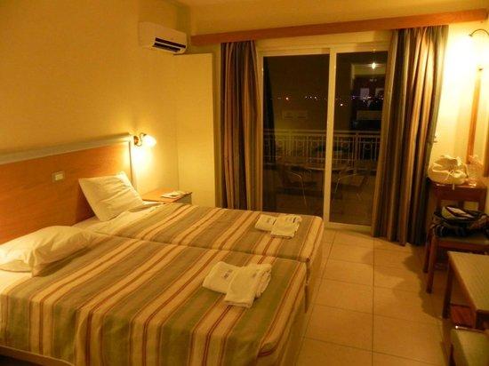 Cleopatra Hotels Kris Mari: Camera - vista
