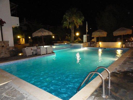 Summerland  Holiday's Resort: la piscine du restaurant