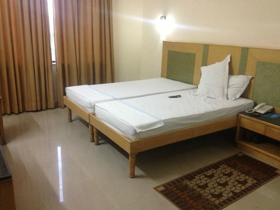 GenX Uday Hotel Rudrapur: Bedroom View 1