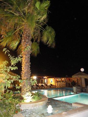 Summerland  Holiday's Resort: le restaurant le soir