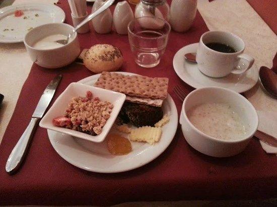 EA Hotel Embassy Prague: Breakfast, day one