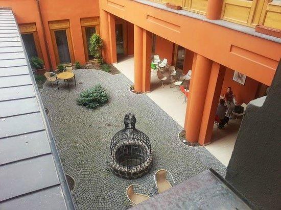 EA Embassy Prague Hotel: Back garden