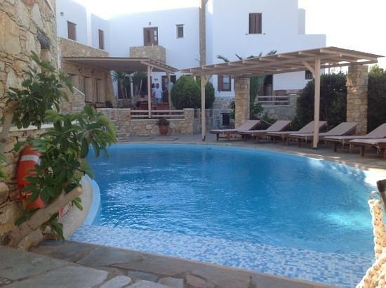 Vista piscina dalla camera foto di kallisti hotel folegandros tripadvisor - Hotel piscina in camera ...