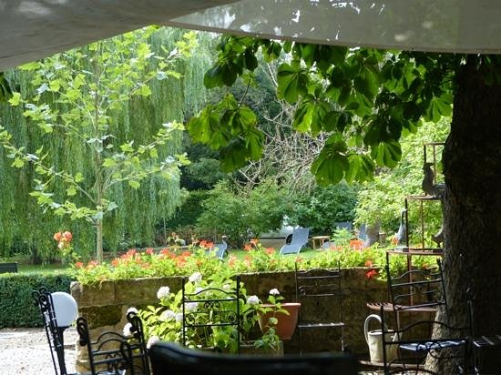 le jardin - Picture of Auberge a la Bonne Idee, Saint-Jean ...
