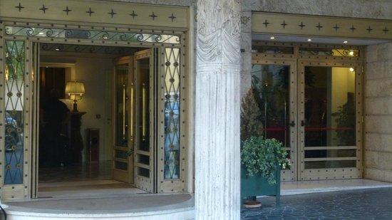 Duke Hotel: entrée
