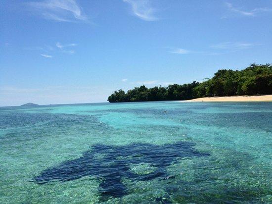 Siladen Resort & Spa: Il mare davanti il resort