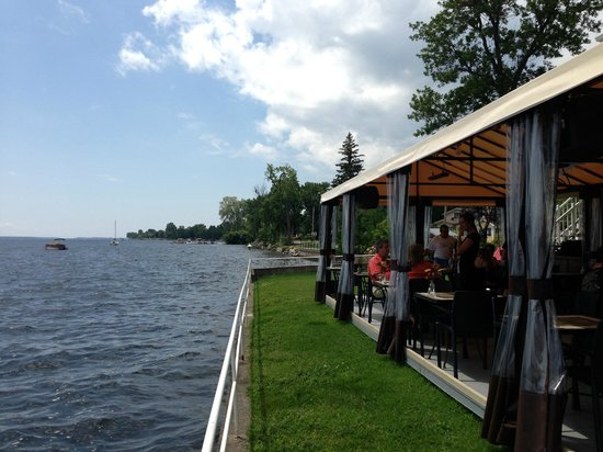 Venise-en-Quebec, Kanada: Outdoor terrace!!!