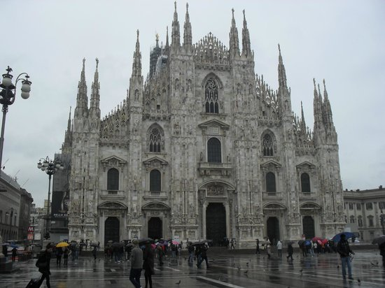 Botton d'Oro B&B : Milan: the cathedral. It rained.