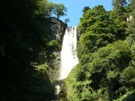The Wynnstay Arms Hotel: The highest waterfall in Wales