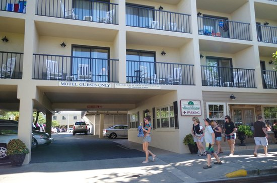 Beach View Motel : front/balconies
