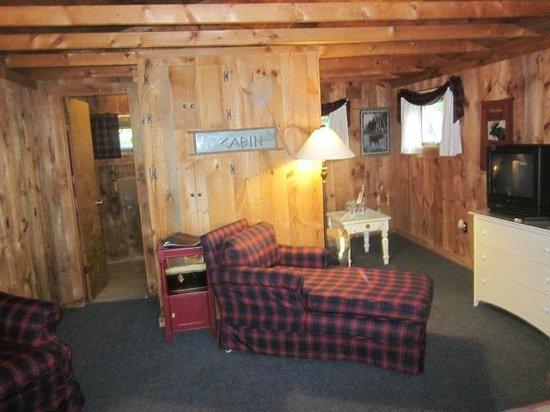 Greenville Inn at Moosehead Lake: Cottage 2 Interior