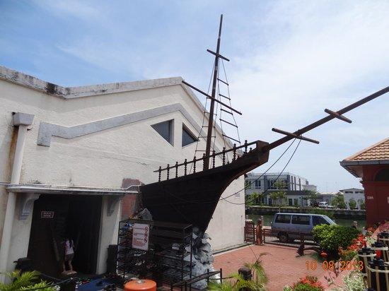 Flora de la Mar Maritime Museum: Museum