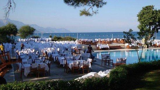 Club Med Kemer: Les tables sont dressées pour le dîner de la soirée White Emotion