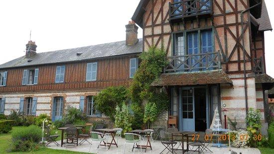 Manoir de Graincourt : Rear of Hotel