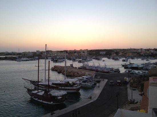 Porthotel Calandra : Vista al passaggio porto vecchio-porto nuovo