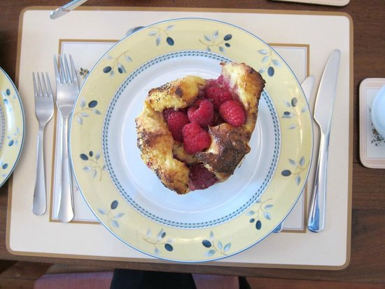 John Lewis House B&B: Rasberry french toast