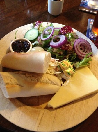 The Cotswold Arms: Ploughman's Lunch - loved it!