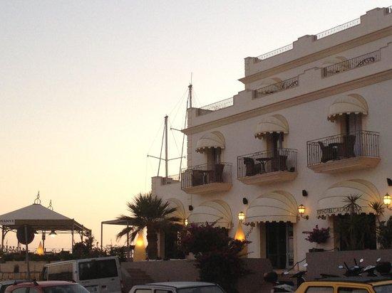 Porthotel Calandra : Veduta esterna