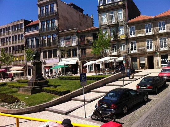 Vivacity Porto: Praca Guilherme Gomes Fernandes, il Vivacity è la seconda struttura da sinistra