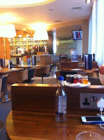 Pilots Bar & Kitchen : the restaurant.