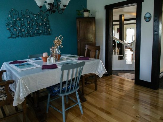 Quintal House Heritage Guest Home: Dining Table 2