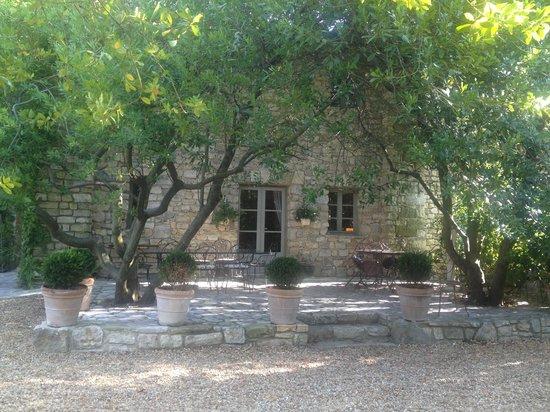 La Maison des Lauriers : Terrasse du petit déjeuner