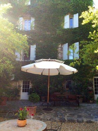 La Maison des Lauriers : Cour intérieure