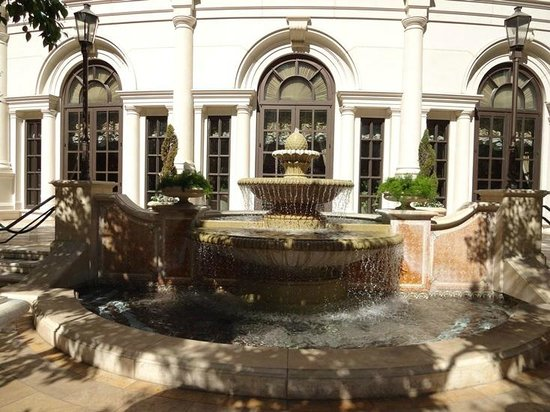 Statue near the pool in venezia tower on the 10th floor for Garden statues las vegas nv
