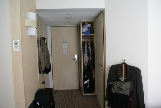 Mercure Hotel Berlin City: Not enough clothes storage