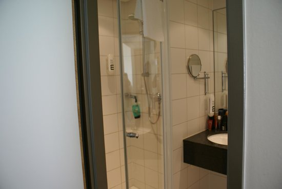 Mercure Hotel Berlin City: Shower