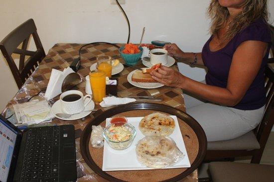 Hotel Arbol de Suenos: Desayunando