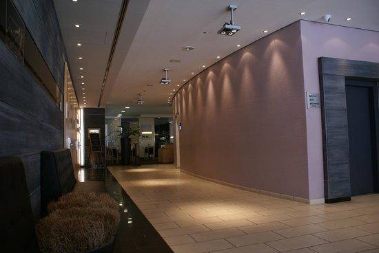 Mercure Hotel Berlin City: part of Hotel Lobby