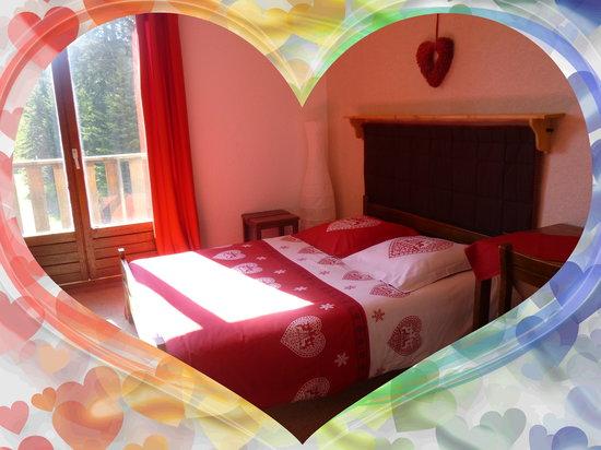 Hotel Le Blanchon: chambre double ou quadruple