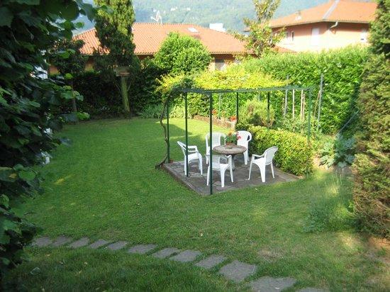 Giardino e angolo relax foto di bed breakfast le - Angoli di giardino ...