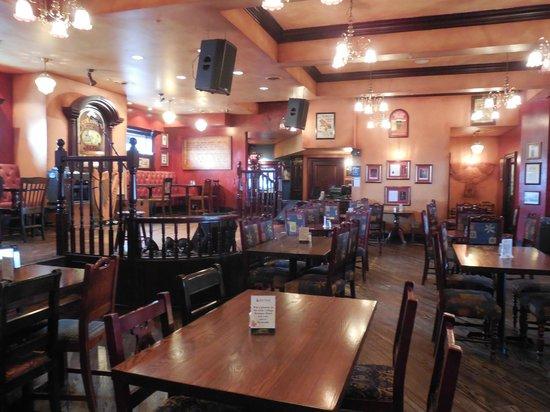 Frank O'Dowd's Irish Pub: Pub and stage