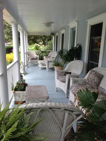 Back Creek Inn: front porch