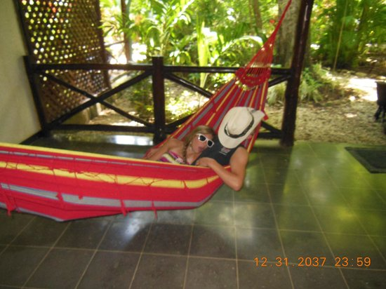Hotel Tropico Latino: Kids relaxing in the hammock on the porch