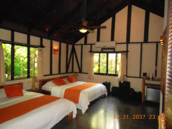 Hotel Tropico Latino: Interior of Bunglow