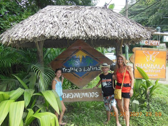 Hotel Tropico Latino: Front Entrance