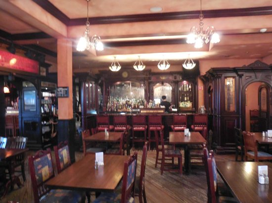 Frank O'Dowd's Irish Pub: Pub bar