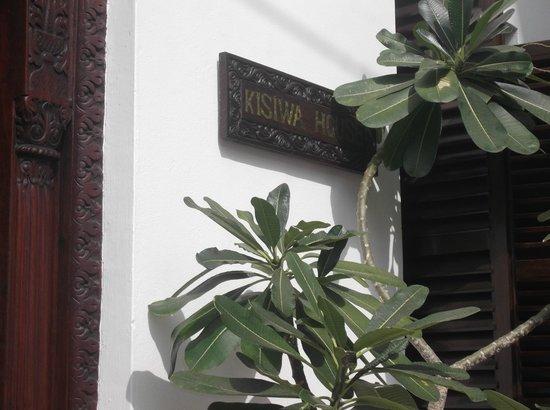 Kisiwa House : Outside