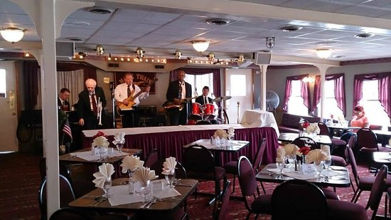 Mark Twain Riverboat Dinner Cruise: Live Band