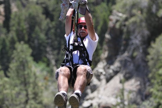 Big Pines Zipline Tours: On the long line