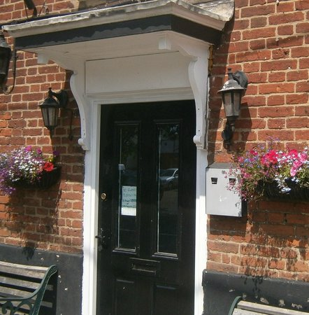 The Horse and Groom: entrance