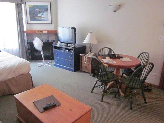 Hearthstone Lodge: Great Room