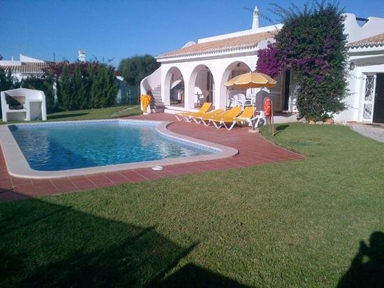 Rocha Brava Village Resort: front aspect of our 4bed villa