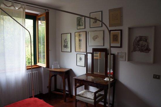 Il Bogno B&B: Desk in bedroom