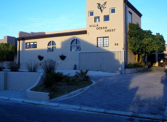 Villa Ocean Crest Guesthouse and B&B : Street view