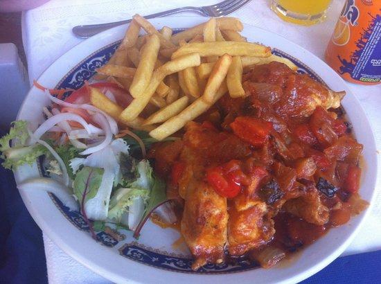 Restaurant Robert : poulet avec ratatouille et frites