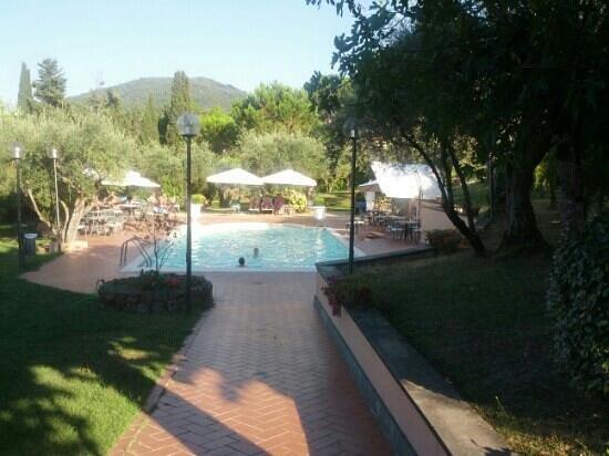 Villa Vecchia Hotel: parco della piscina